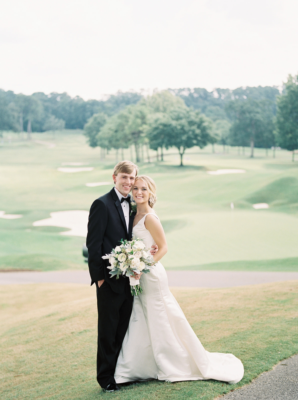 Bride and groom | Country club wedding | Birmingham, Alabama wedding | Taylor Dane Photography | Custom wedding invitations by Little Fox Paperie | Gracie Nunez