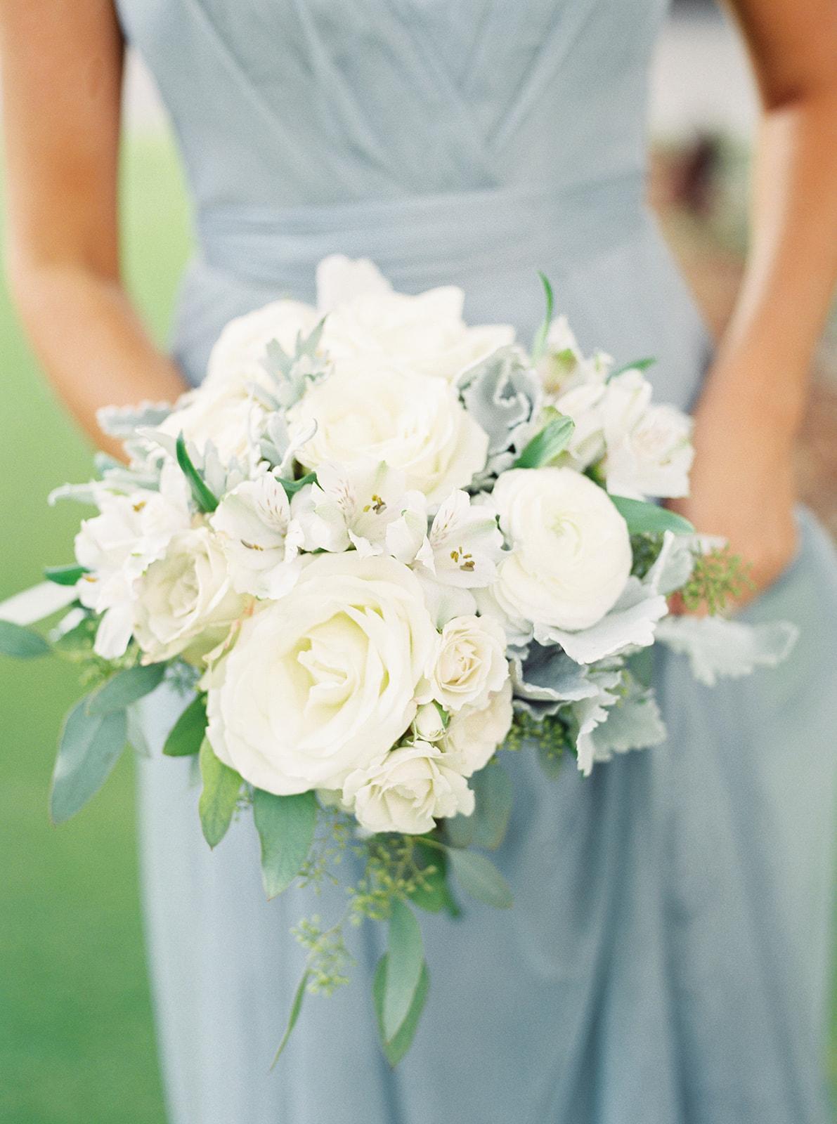 Bridal bouquet, bridesmaid bouquet, all white bouquet | Birmingham, Alabama wedding | Taylor Dane Photography | Custom wedding invitations by Little Fox Paperie | Gracie Nunez