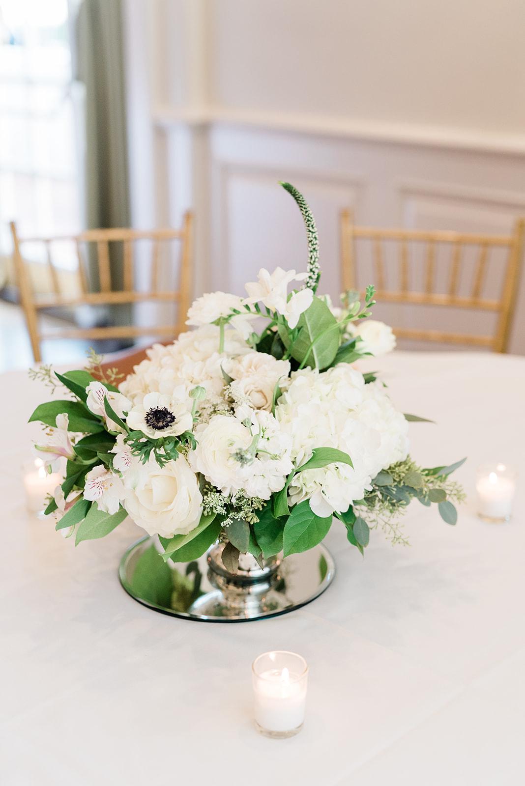 Reception centerpiece | Birmingham, Alabama wedding | Taylor Dane Photography | Custom wedding invitations by Little Fox Paperie | Gracie Nunez